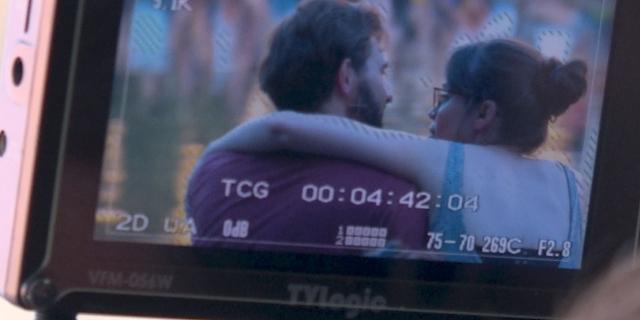 Der Kamerascreen mit einem sich umarmenden Pärchen.