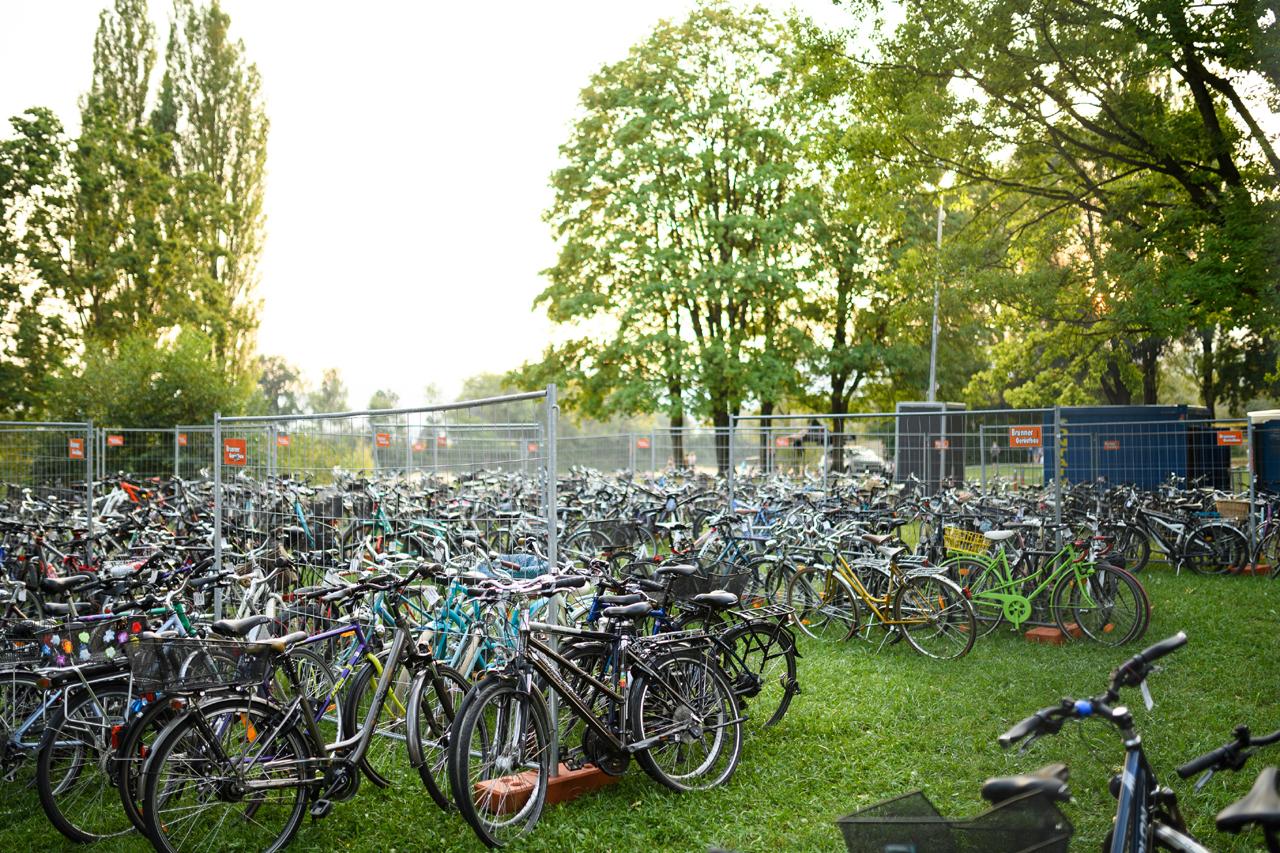 Hunderte Fahrräder