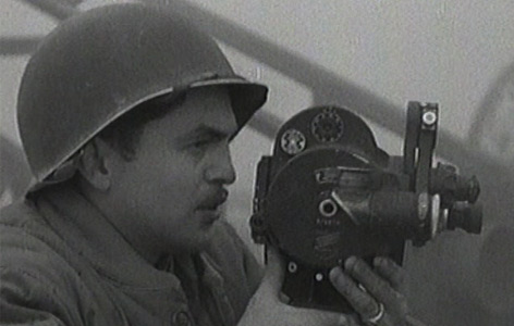 Ein Kameramann des U.S. Army Signal Corps in Deutschland, März/April 1945.