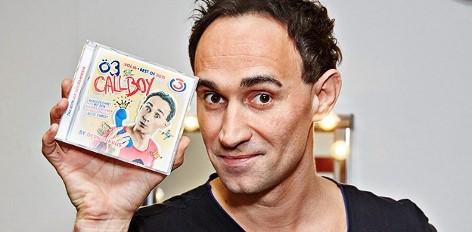 Gernot Kulis mit einer Callboy-CD