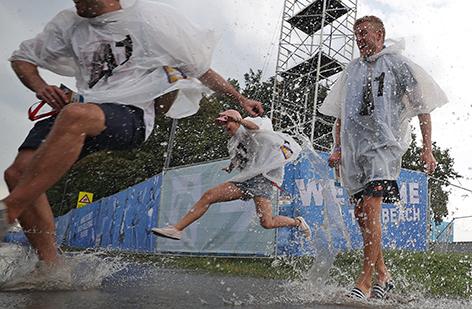 Tänzer im Regen beim BVB