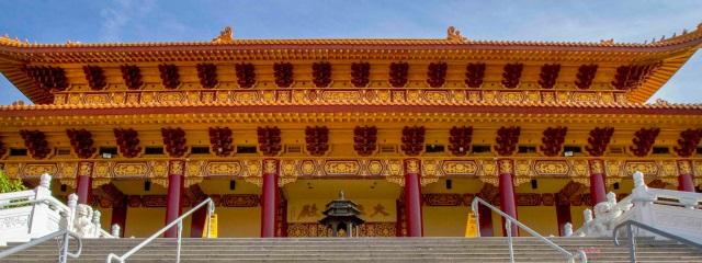 Die britische Historikerin Bettany Hughes präsentiert sieben heilige Stätten des Buddhismus