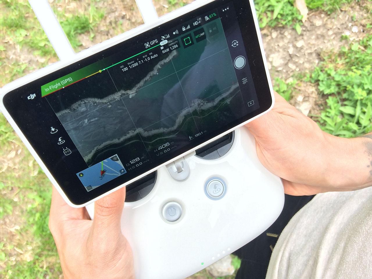 Tom Klocker sieht auf seinem Controller alles, was die Drohne sieht