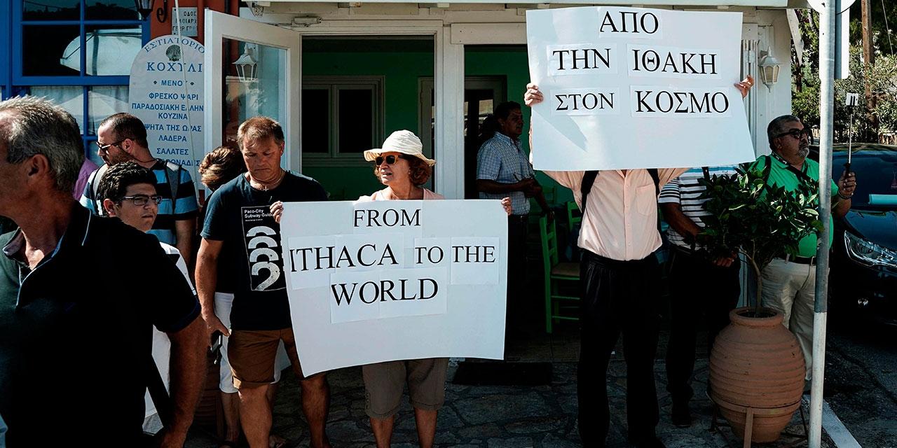 Menschen in Ithaka vor Tsipras' Rede