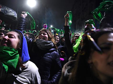 Aktivistinnen in Buenos Aires, Argentinien, demonstrieren für eine Legalisierung von Abtreibung