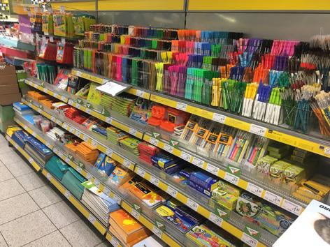 Ein Regal mit großer Auswahl an Stiften