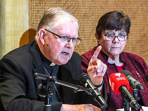 Erzbischof von Brisbane, Mark Coleridge, und Schwester Monica Cavanagh, Vorsitzende des Dachverbands der Orden in Australien