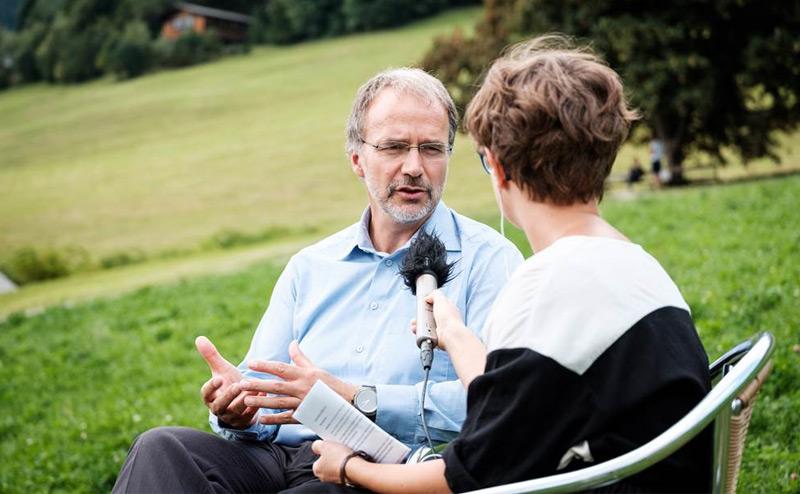 Ulrich Schurr beim Interview in Alpbach
