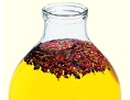 Ein Behältnis mit Rosenöl