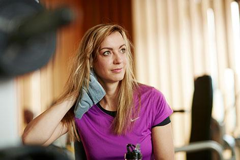 Frau im Fitnesscenter