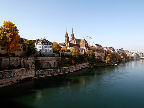 Basel mit Münster, vom Rhein aus gesehen