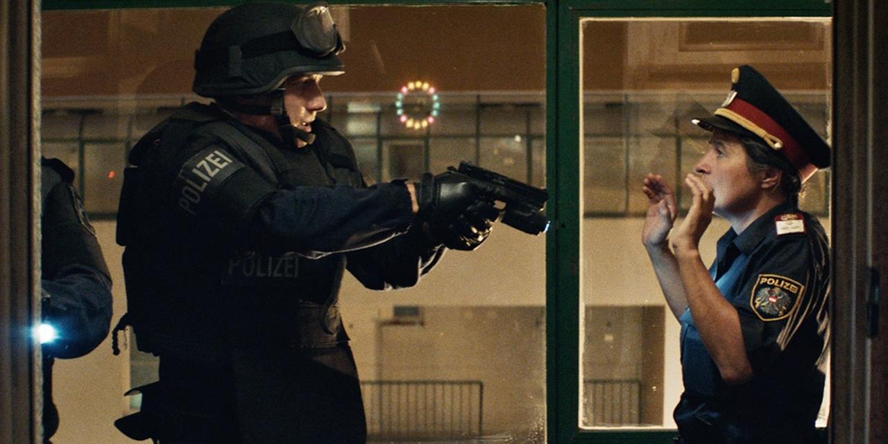 WEGA Polizist in Film Cops