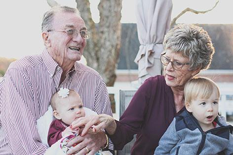 Großeltern / Senioren mit Enekelkindern