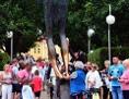 Pilgerströme vor der Jesus-Statue in Medjugorje