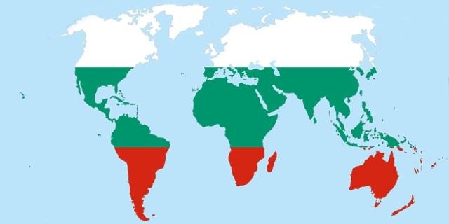 Weltkarte in den Farben der bulgarischen Flagge