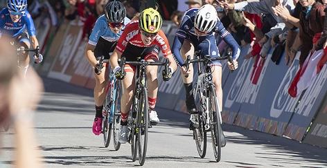 Laura Stigger beim Ziel-Sprint