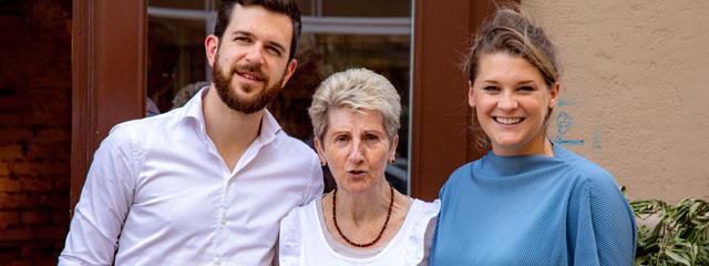 Hannah Lux (re.) und zwei Mitarbeitern des Vollpensions-Team David Haller (li.) & Marianne Hofmann (m.).