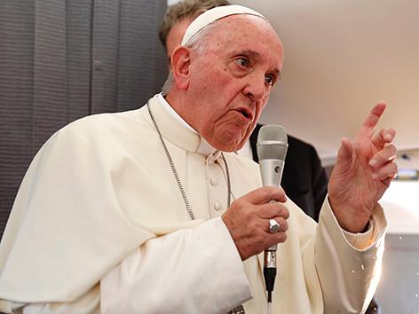 Papst Franziskus auf dem Heimflug von Estland