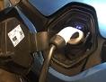 Elektroauto an Ladestecker angesteckt