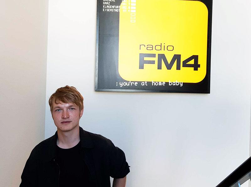 Felix Kramer im FM4-Stiegenhaus