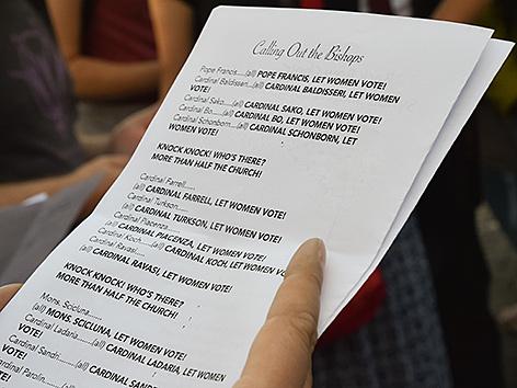 Der Text, den die Frauen der Women's Ordination Conference beim Protest für die Beteiligung von Frauen in der Kirche sprachen. Auch Schönborn wird erwähnt
