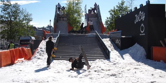 RiderInnen beim Jib City Snowboard Contest