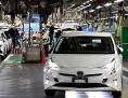 Toyota Prius verlassen die Produktion in der Fabrik in Tsutsumi, Toyota City, Japan