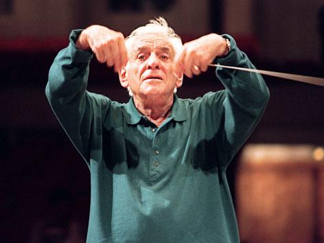 Leonard Bernstein beim Dirigieren 1989
