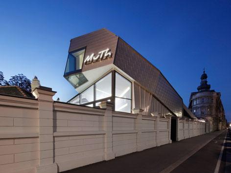 Der Konzertsaal MuTh von außen