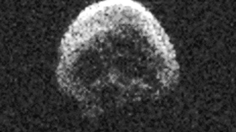 """""""Totenkopf-Asteroid"""" im Anflug"""