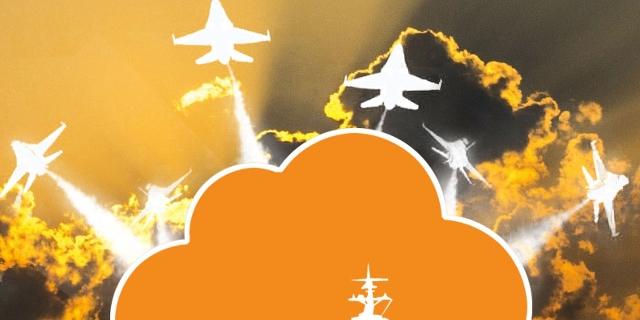 Himmel und Wolke in Orange, Flugzeugträger, U-Boot, Jagdbomber