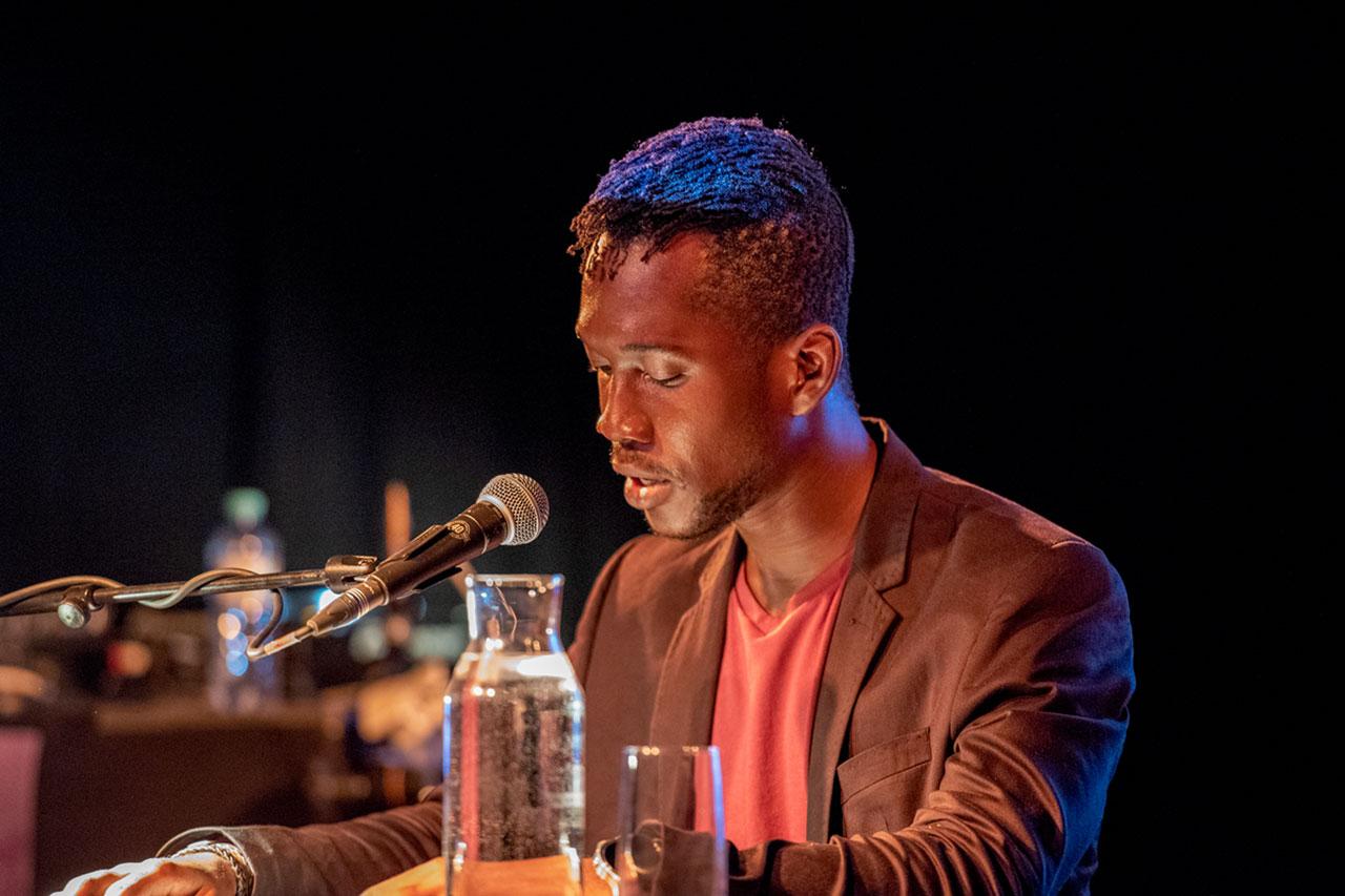 """Jonathan Dotse bei der """"African Futurisms""""-Konferenz"""