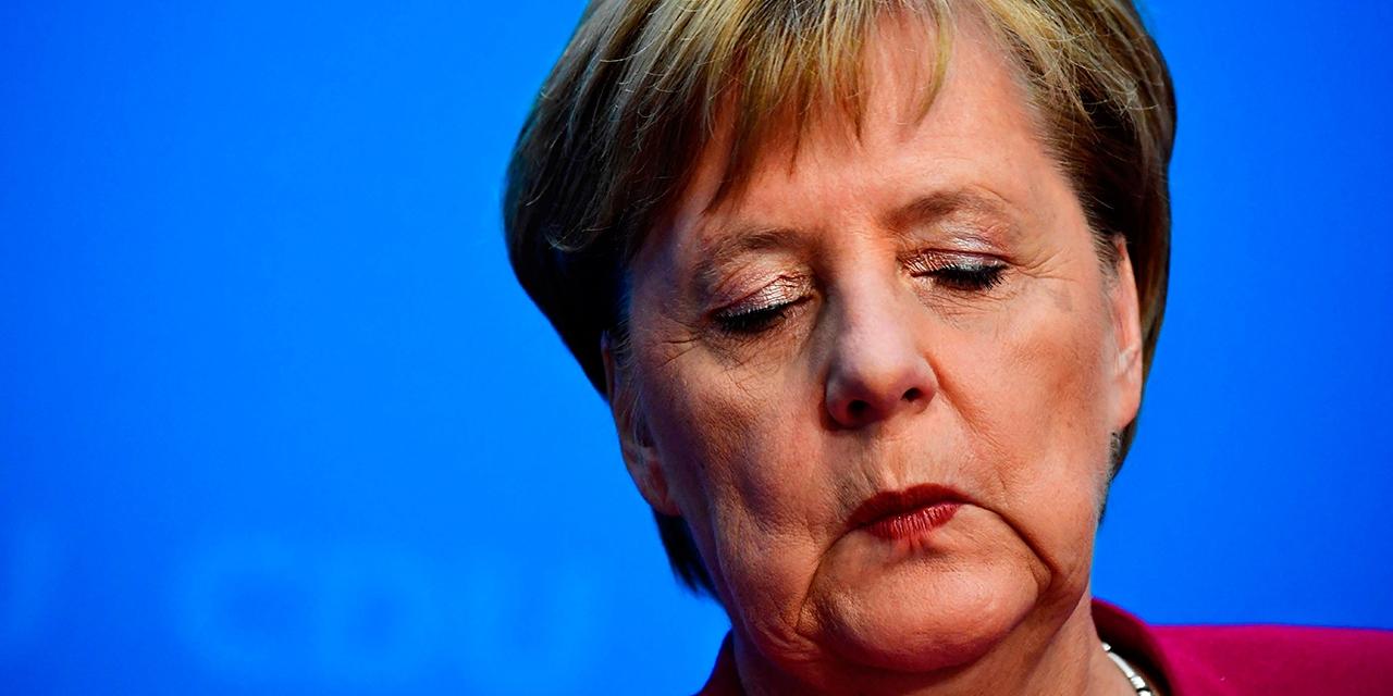 Merkel mit geschlossenen Augen