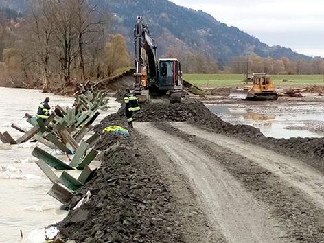 Aufräumungsarbeiten bei Rattendorf nach Hochwasser in Kärnten