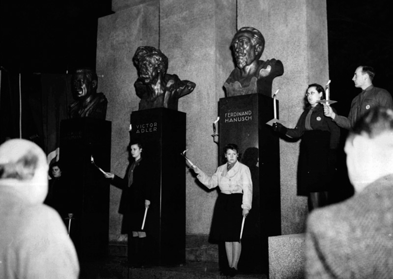 Wiederenthüllung des Republikdenkmals am 12.11.1948