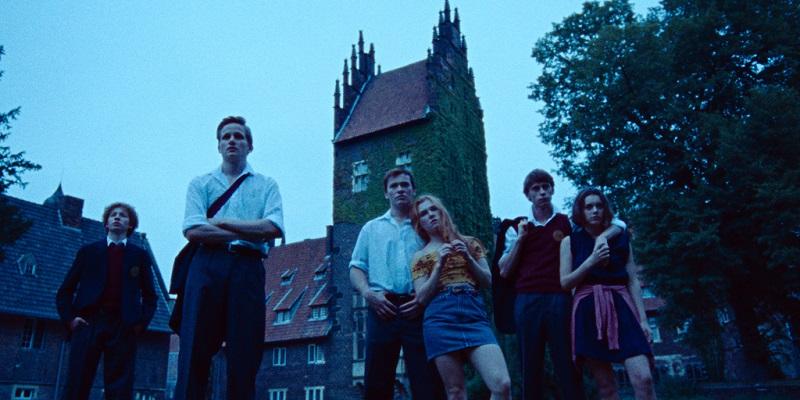 Die Protagonistinnen während ihrer Schulzeit