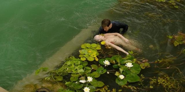 Leiche im Schwimmteich
