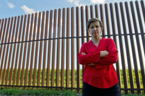 Im Brennpunkt  Trumps Festung Amerika  Originaltitel: Trump's Fortress America
