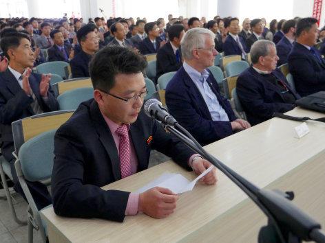 Im Brennpunkt  Nordkorea: Hinter der Fassade des Regimes  Originaltitel: Inside North Korea