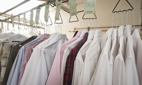 Hemden in einer Putzerei
