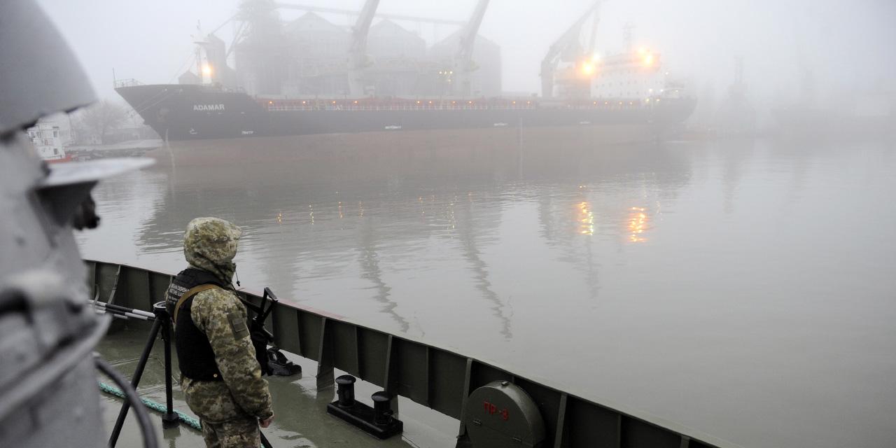 """Soldat auf der """"Dondass"""" in Mariupol"""