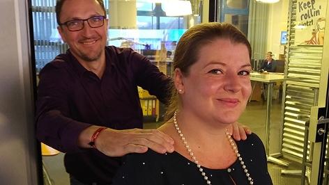 Martina Widauer aus Wien wird von ihrem Mann noch massiert