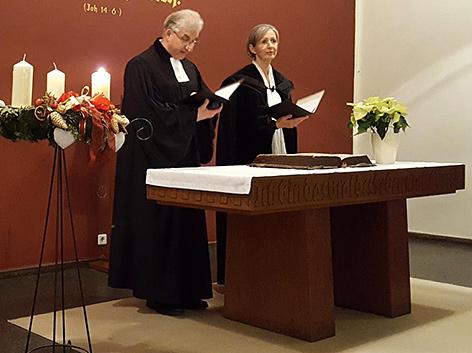 Pfarrer Thomas Hennefeld und Vikarin Gisela Ebmer beim Gottesdienst zur Eröffnung der Synoden in Wien