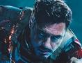 Selfie vor einem Filmplakat von Iron Man