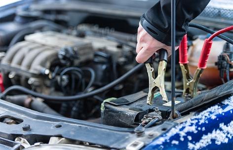 Starterhilfe bei einem Auto