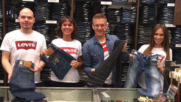 Knoll packt an jeans shop