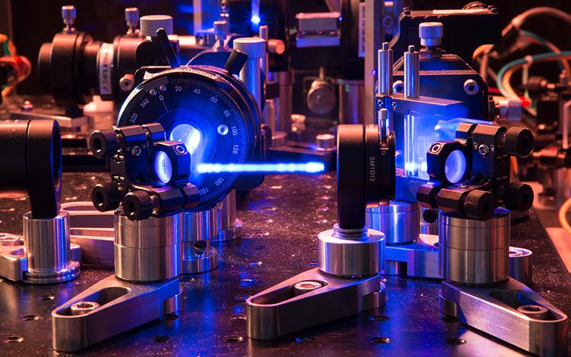 Lichtstrahl im Physiklabor