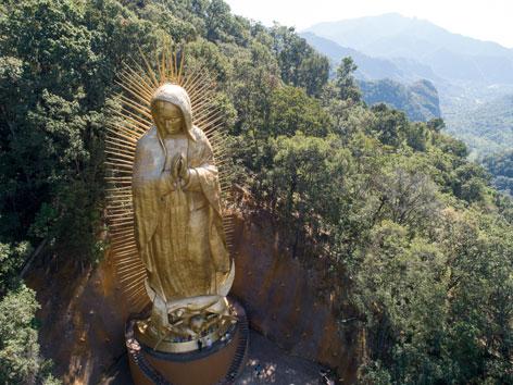 Die riesige Statue der Jungfrau von Guadalupe in Ocuilan in Mexiko