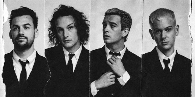 Schwarz-weiß-Fotos der vier Bandmitglieder
