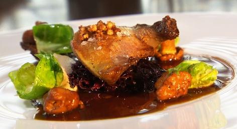 Taube mit fermentiertem Rotkraut
